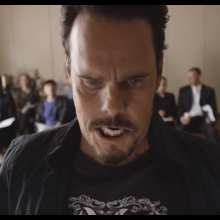 Kevin Dillon appearing in an advert for Virgin Mobile